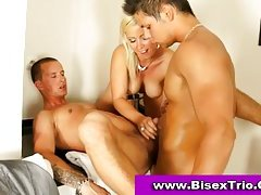 Ambisextrous 3some sex